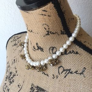 Natasha Couture Beautiful pearls necklace. New.